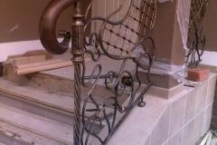 Лестница дуб с подсветкой, ограждения ковка